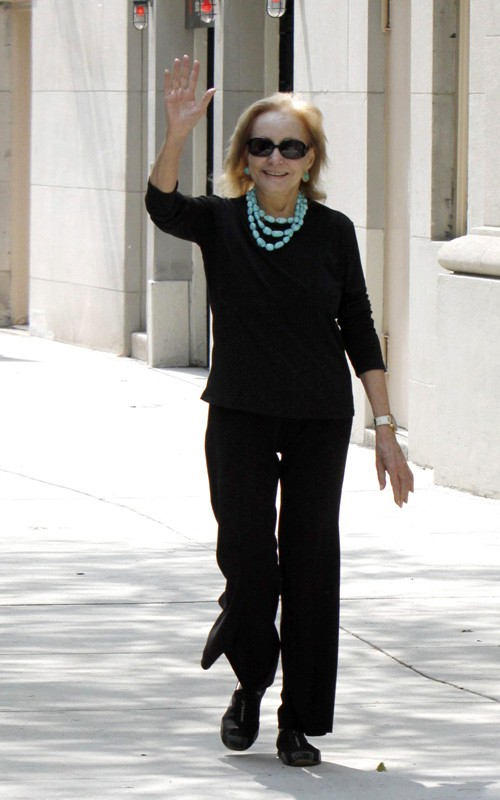 Barbara Walters - Walking After Heart Surgery