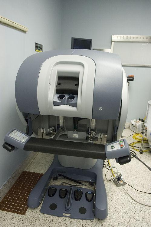 Da Vinci Surgical Robot For Heart Surgery