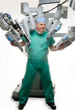 Dr. W. Randolph Chitwood With da Vinci Surgical Robot
