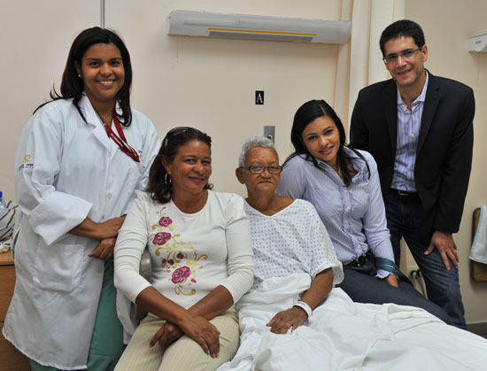 Ramona de la Cruz With Family & Doctors Before Surgery